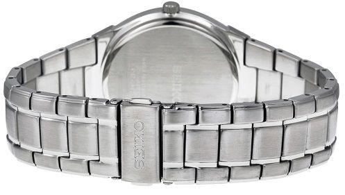 Vòng đeo tay vừa vặn size phổ thông của nam. Khóa gập mở an toàn, dễ sử dụng