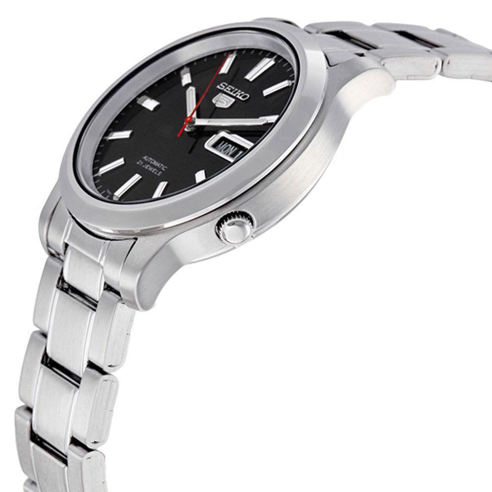 Dây và vỏ đều làm bằng thép không gỉ, đồng hồ đeo trên tay lúc nào cũng sáng bóng như mới
