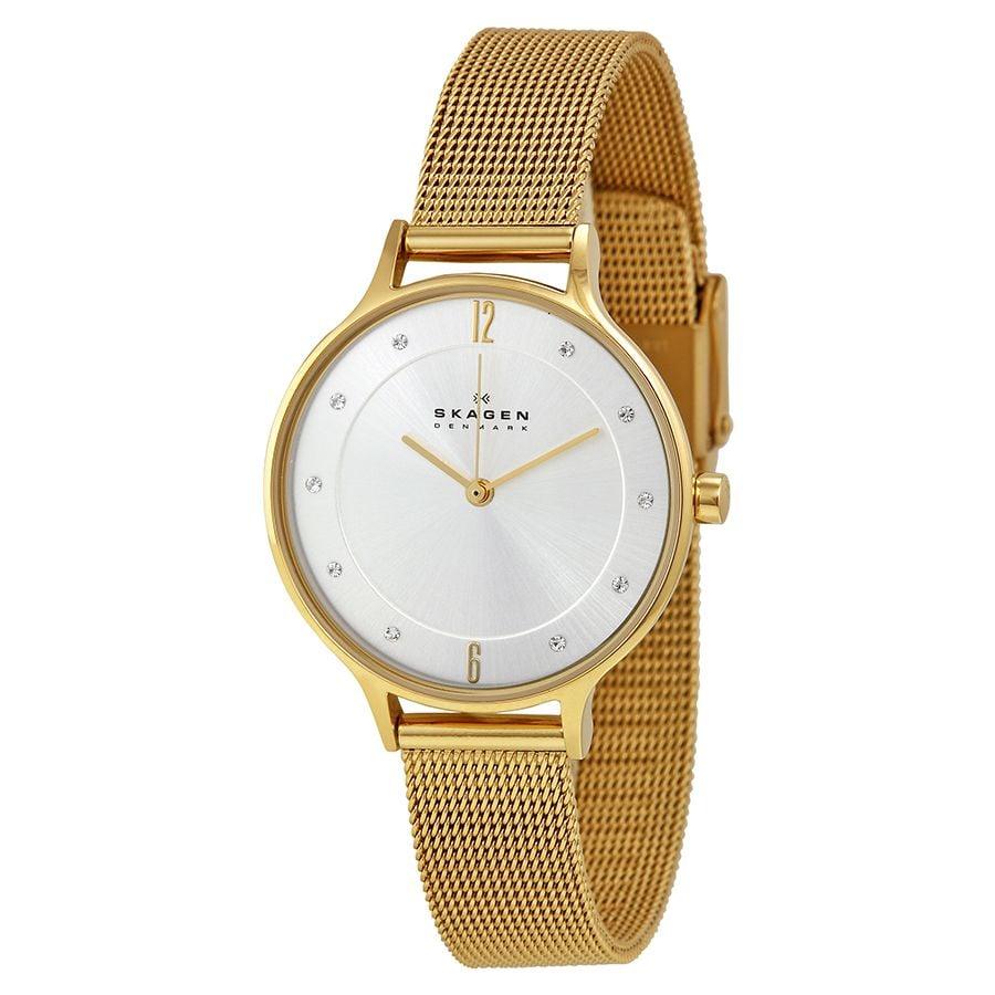 Mặt số của chiếc đồng hồ nữ Skagen này khá đơn giản với tông màu trắng, các kim đồng hồ thanh mảnh mạ vàng nổi bật