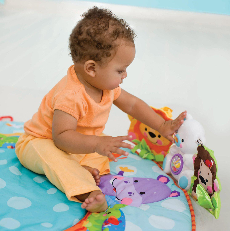 Thảm cho bé nằm chơi không chỉ giúp bé thoải mái vui đùa mà còn giúp bé phát triển thị giác, thính giác