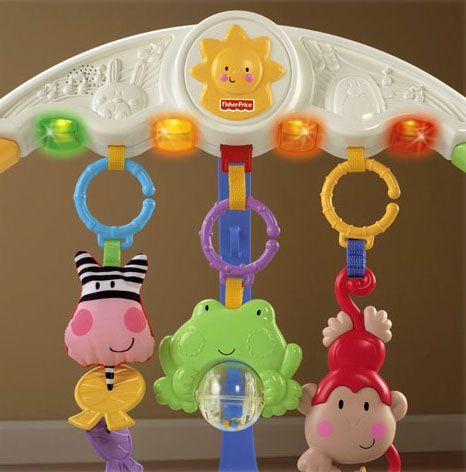 Nhiều đồ chơi ngộ nghĩnh, giúp bé thích thú hơn khi vui chơi