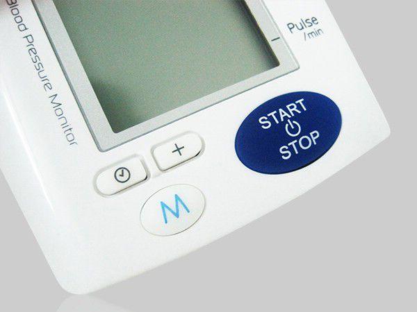 Bộ nhớ của máy có khả năng lưu giữ 99 kết quả giúp theo dõi tình trạng sức khỏe dễ dàng