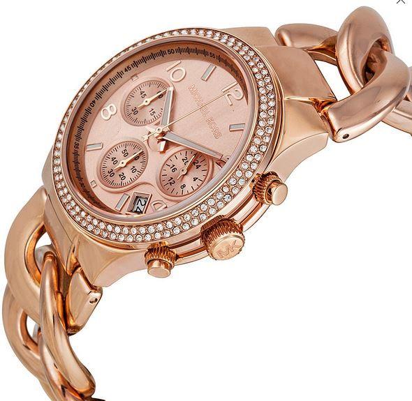 chiếc đồng hồ Michael Kors nữ này còn được hỗ trợ thêm tính năng xem lịch ngày ở vị trí 4-5h