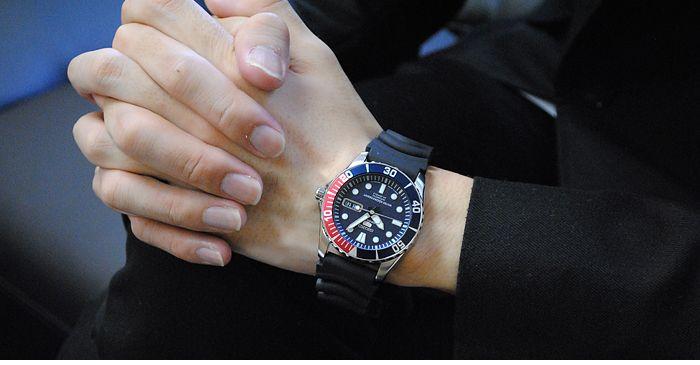 Chiếc đồng hồ Seiko nam trên tay mang tới cảm giác mạnh mẽ, thể thao nhưng không kém phần lịch lãm