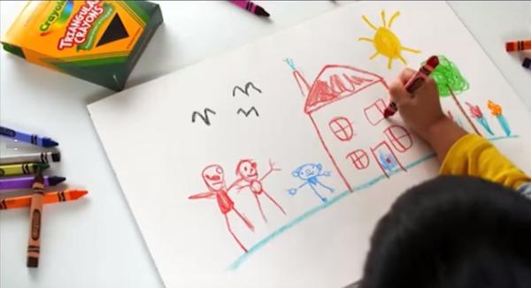 Hộp bút màu Crayola giúp bé thỏa sức sáng tạo