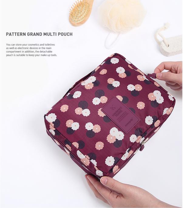 Túi đựng mỹ phẩm Multi Grand Pouch thiết kế tiện lợi được chia nhiều ngăn nhỏ giúp bạn sắp xếp dụng cụ trang điểm vô cùng ngăn nắp