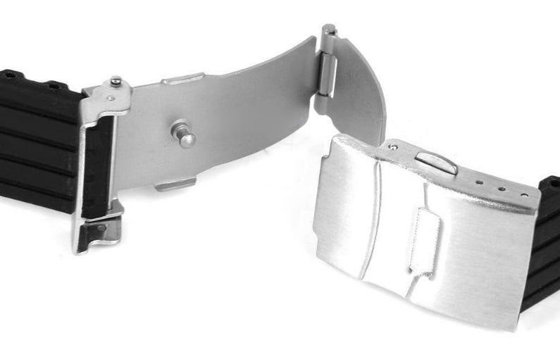 Thiết kế khóa bấm gập chắc chắn tạo cảm giác yên tâm khi sử dụng