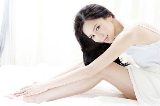 Sữa dưỡng thể Nivea Night White Firming Body Lotion chứa 10 vitamin và dưỡng chất giúp cân bằng độ ẩm, nuôi dưỡng làn da khỏe mạnh