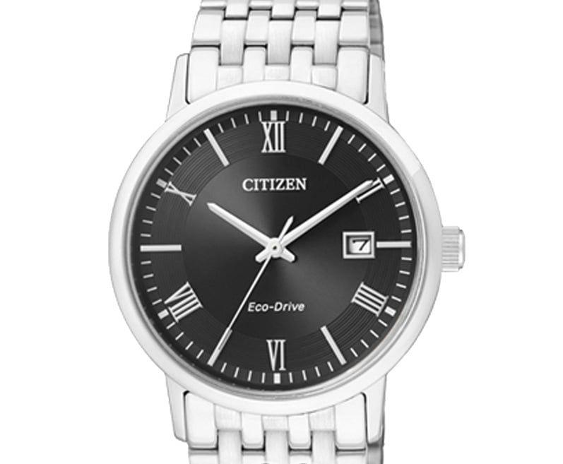 Mặt số đơn giản với các chi tiết tối giản giúp chiếc đồng hồ trở nên lịch lãm hơn