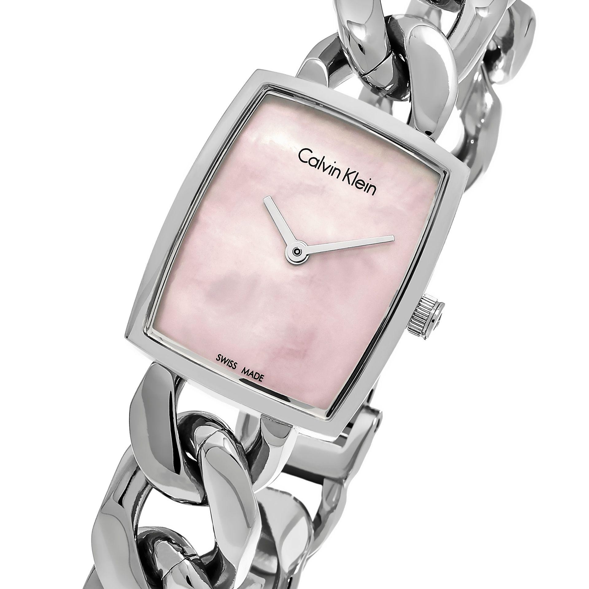 Dây đồng hồ được thiết kế mắt xích không tạo cảm giác nặng nề mà ngược lại cực trẻ trung và sang trọng