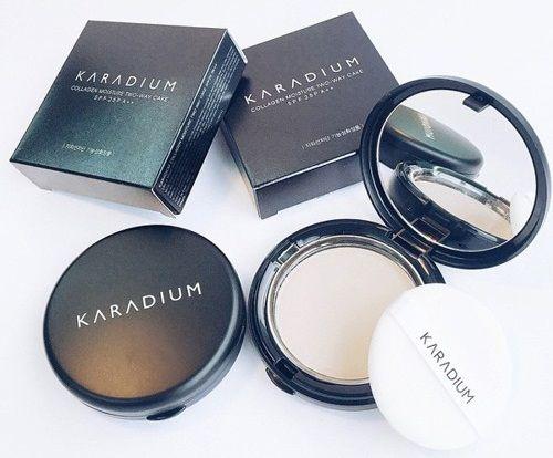 Hộp phấn phủ Karadium Collagen Moisture Two way cake thiết kế nhỏ gọn, hộp đen sang chảnh