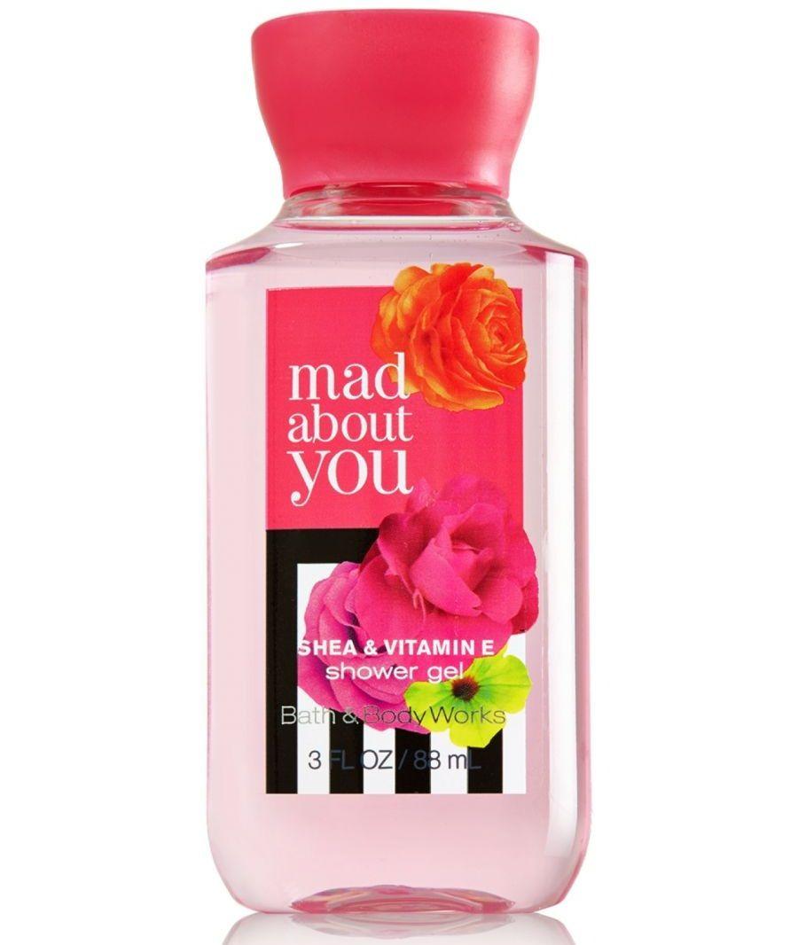 Sữa tắm Bath and Body Works màu hồng – hương hoa mẫu đơn, nho đen và khoắc hương trắng vô cùng quyến rũ và lộ cuốn