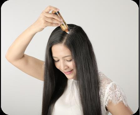 Sản phẩm tinh chất dưỡng tóc Rohto megumi essance làm chậm quá trình oxy hóa, cung cấp dinh dưỡng, tăng cường sức sống cho mái tóc