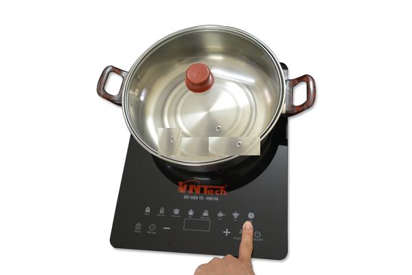 Bếp điện tử VNTech VN6156 được tặng kèm nổi lẩu