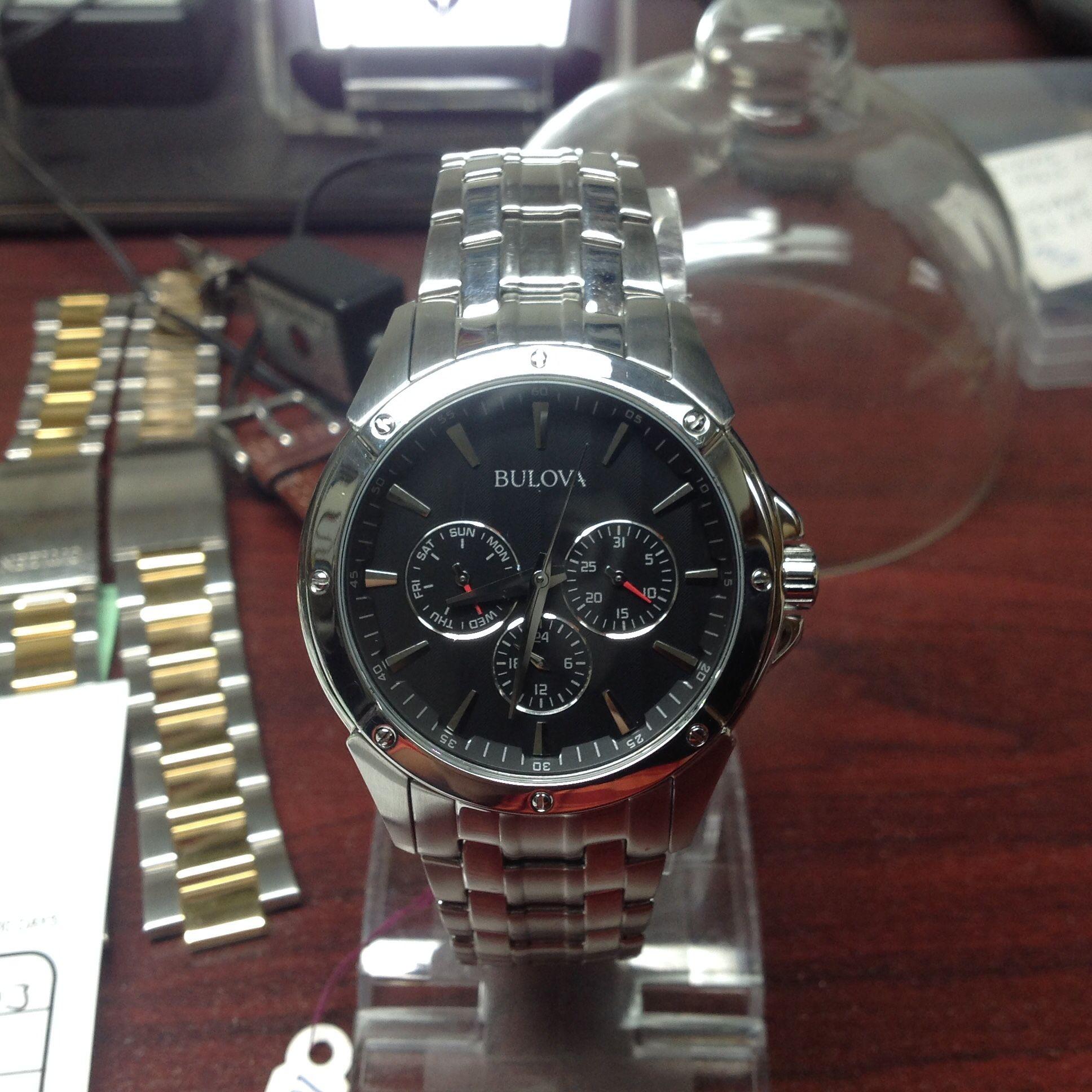 Cận cảnh chiếc đồng hồ nam Bulova 96C107