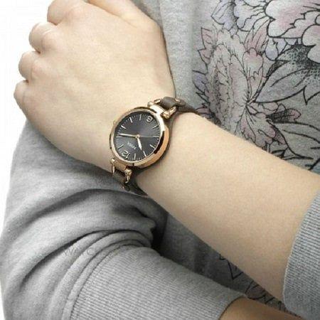"""Đồng hồ ES3077 trên tay cực """"sang chảnh"""""""
