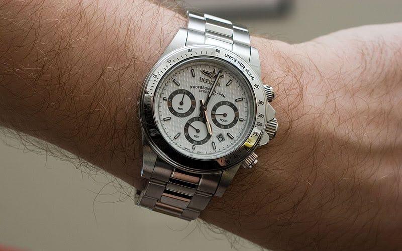 Đồng hồ Invicta 9211 trên tay mạnh mẽ, nam tính và không kém phần lịch lãm