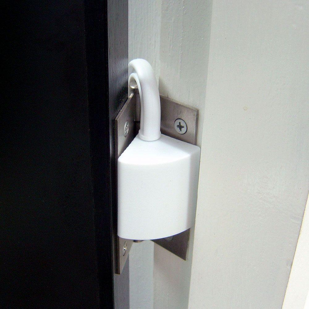 Chặn của dạng cài gắn vào bản lề cửa nên cực kỳ chắc chắc và cố định