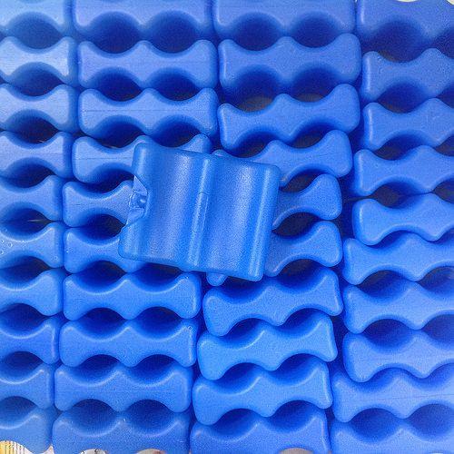Chất liệu đá khô được làm bằng dạng gel chắc, bền giữ nhiệt tốt