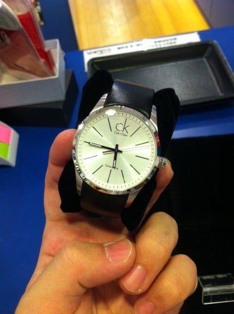 Cận cảnh chiếc đồng hồ CK K2241126