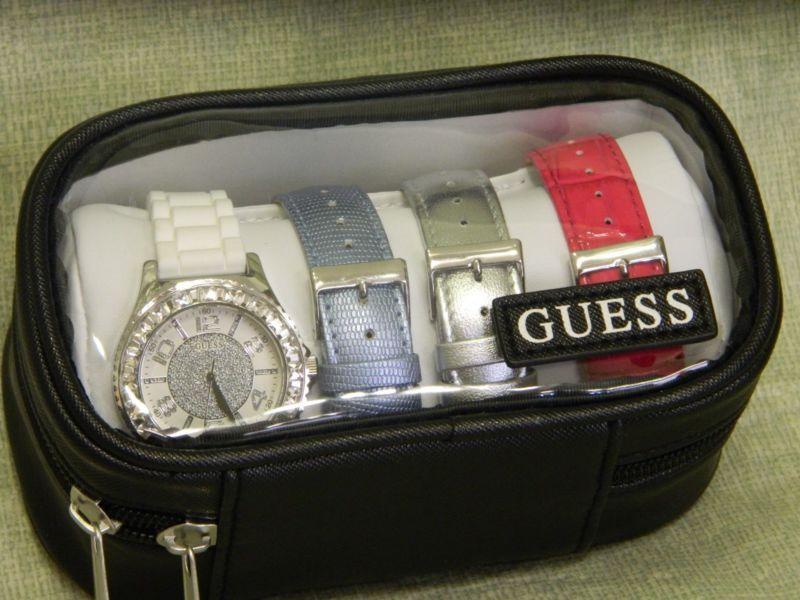 Cận cảnh chiếc đồng hồ Guess nữ