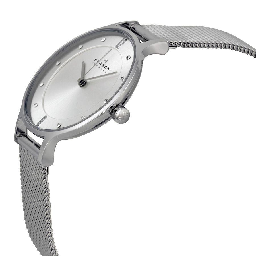 Case đồng hồ khá mảnh chỉ 6.7mm