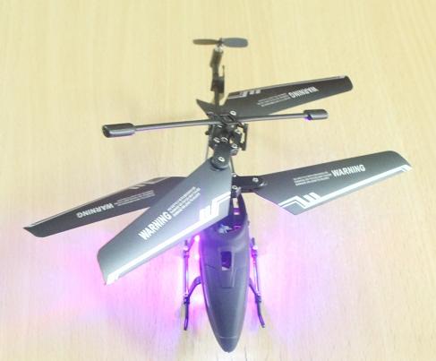 Máy bay M67 với cặp cánh nhựa dẻo và bền giúp cho máy bay quạt với tốc độ cao, bay được xa hơn