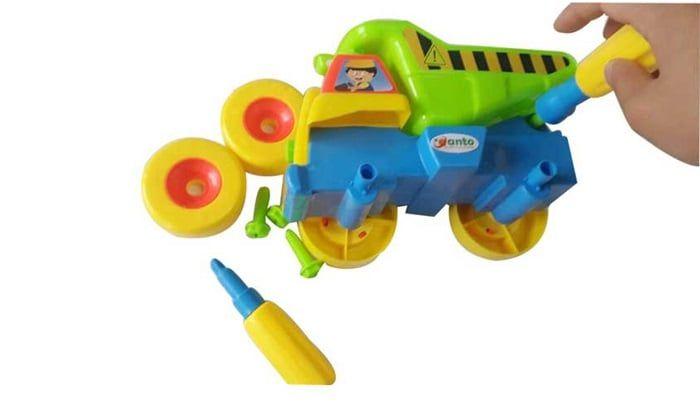 Với 24 chi tiết có tô vít vặn và bảng hướng dẫn để các bé có thể tự tay lắp ráp thành mô hình xe tải vô cùng thú vị
