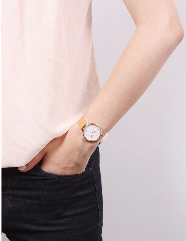 Chiếc đồng hồ SKW2405 trên tay tinh tế, thanh lịch