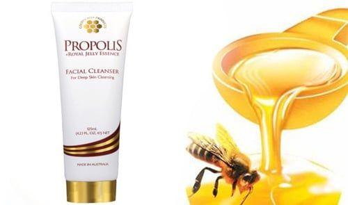 Sữa rửa mặt Propolis được chiết xuất từ sữa ong chúa tươi chứa tới 20 axit amin tự do và các vitamin