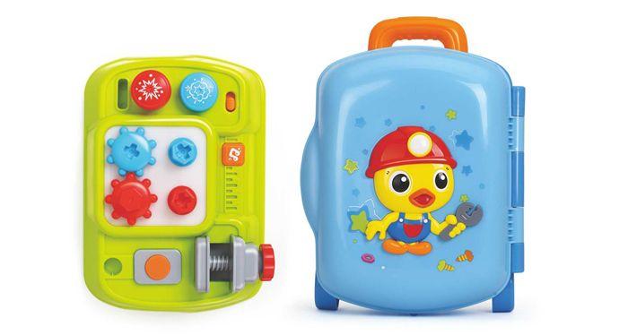 Bộ đồ chơi được mô phỏng bộ dụng cụ sửa chữa như thật của Bố khiến trẻ thích thú.