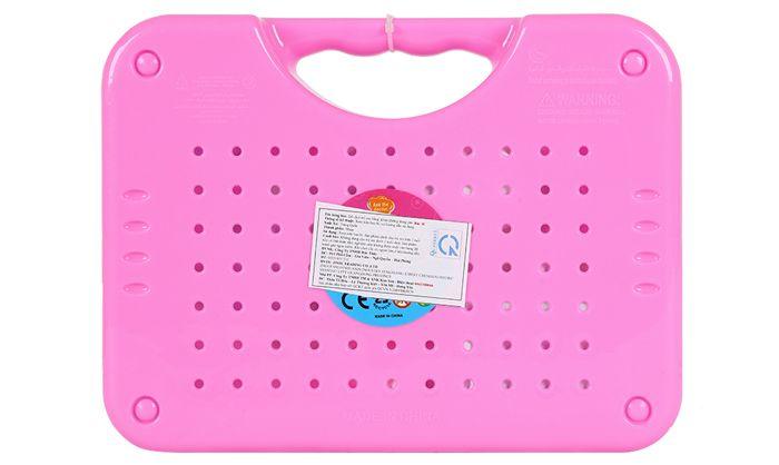 Đồ chơi được thiết kế dạng vali, giúp bé cất gọn khi chơi xong cũng như mang theo khi đi về quê