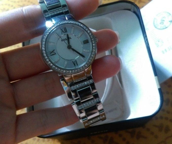 Cận cảnh chiếc đồng hồ Fossil nữ ES3282