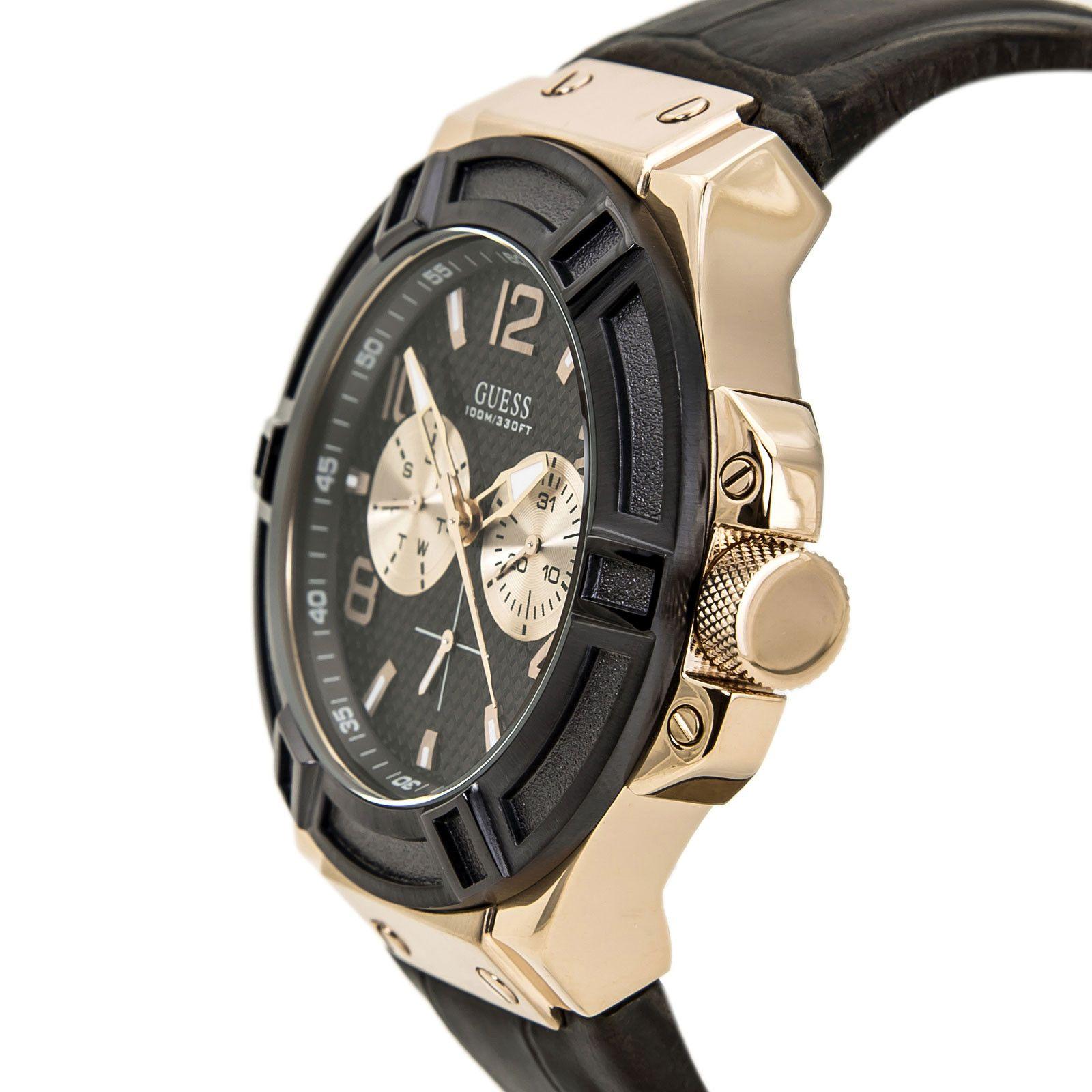 Case đồng hồ khá dày với 13mm tạo vẻ ngoài mạnh mẽ