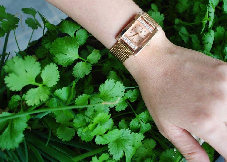 Đồng hồ Guess U0127L3 vàng hồng sang trọng 4