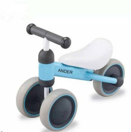 Lốp xe đặc, chất liệu nhựa mềm siêu bền, bố mẹ không còn cần lo lắng về việc xịt lốp hay bơm xe