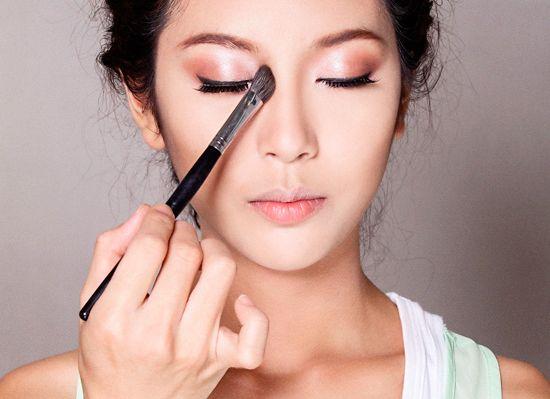 Cọ tán phấn mắt giúp tạo hiệu ứng hài hòa tự nhiên cho đôi mắt