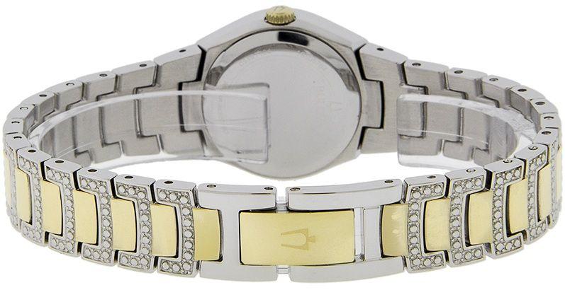Dây đồng hồ được kết hợp giữa 2 màu vàng - bạc sang trọng