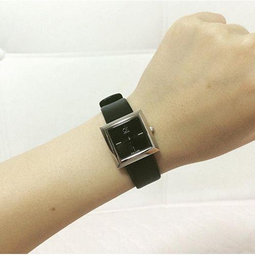 Đồng hồ CK nữ K3R231C1 trên tay đơn giản nhưng đầy sức hút