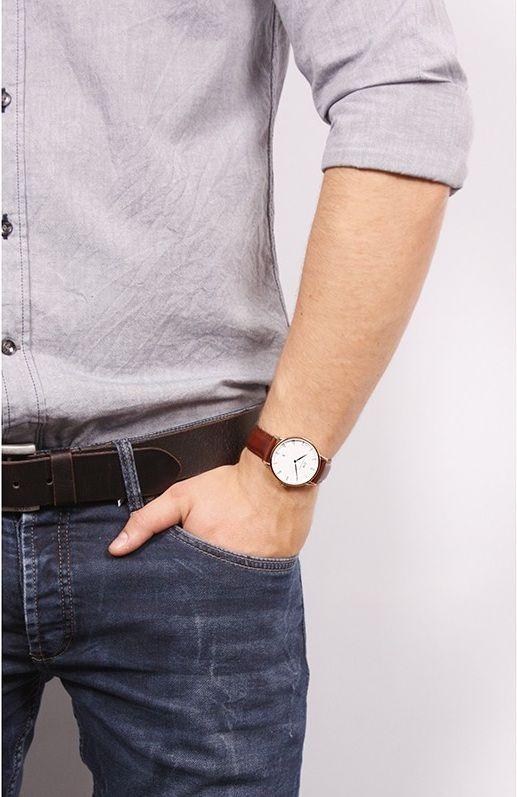 Đồng hồ Daniel Wellington 1100DW trên tay đầy lịch lãm