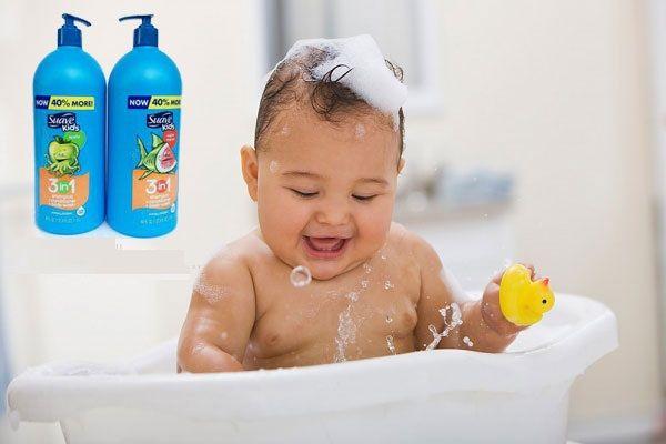 Sữa tắm gội Suave Kids được bổ sung Vitamin E dưỡng ẩm dịu nhẹ cho làn da