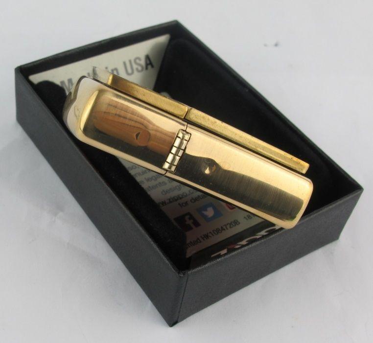Bật lửa Zippo 20903 Gold Floral Plush Emblem Brushed Brass chính hãng