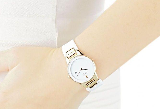 Đồng hồ Citizen nữ GA1053-01A trên tay thanh lịch