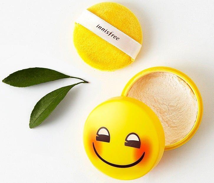 Phấn phủ kiềm dầu Innisfree No Sebum Mineral Power Emoji là dạng phấn bột với công thức kiểm soát dầu nhờn vượt trội