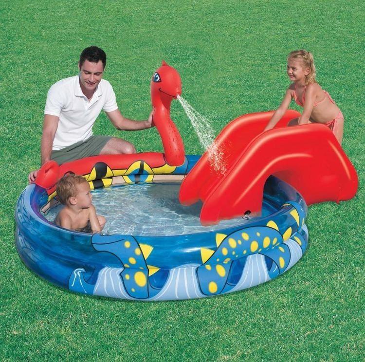 Bể bơi phao có cầu trượt cho bé Bestway 53033 như một công viên thu nhỏ giúp bé vui chơi thoải mái