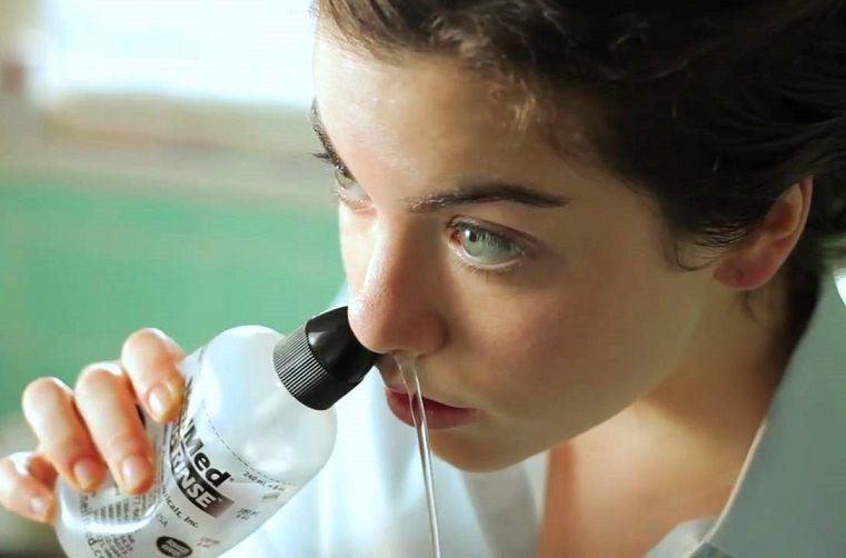 Bình rửa mũi NeilMed Sinus Rinse thiết kế đầu tròn tạo áp lực phù hợp khi rửa mũi
