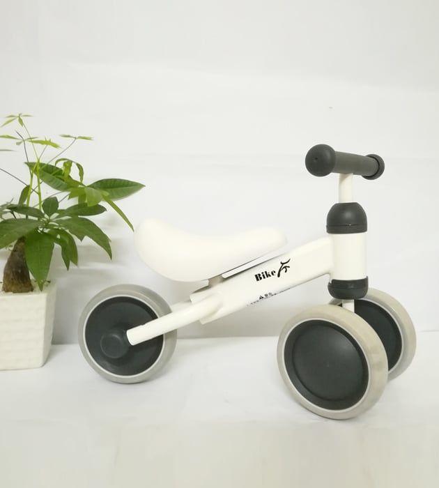 Xe thăng bằng 3 bánh Bike cho bé 1 tuổi trở lên màu trắng