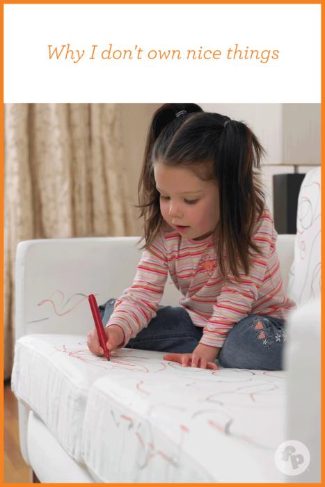 """Sở thích vẽ ở bất cứ nơi nào của bé khiến các bậc phụ huynh cảm thấy """"đau đầu"""""""