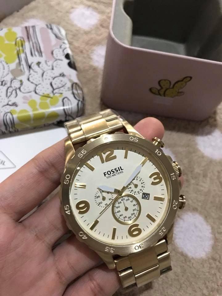 Cận cảnh chiếc đồng hồ Fossil nam JR1479