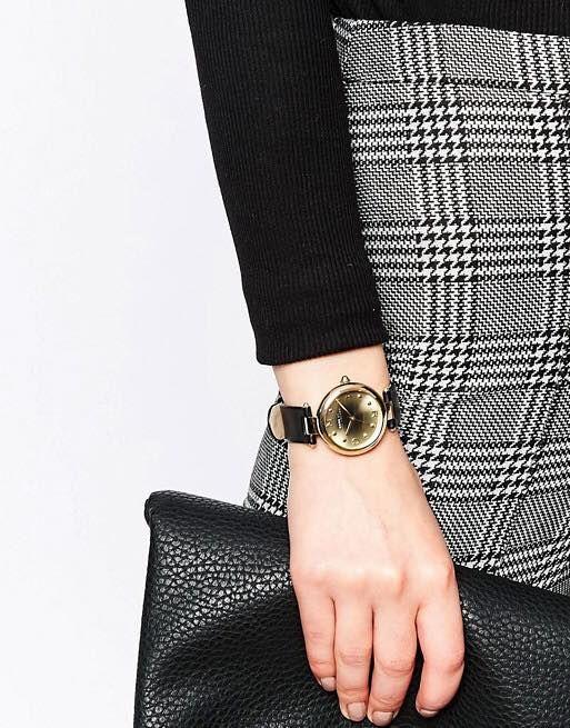 Chiếc đồng hồ Marc Jacobs nữ MJ1409 trên tay trẻ trung, thời thượng và không kém phần sang trọng